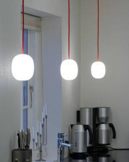 Piet Hein Super-egg Pendelleuchte Opalglas rotes Kabel
