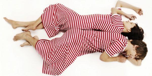 marimekko-tasaraita-uni-nachthemd-rot-weiss