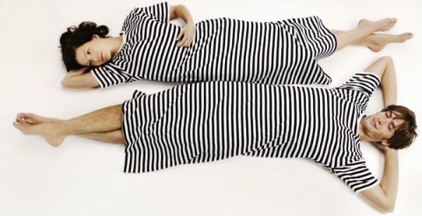marimekko-tasaraita-uni-nachthemd-schwarz-weiss