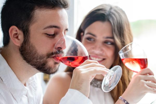 Weinglaeser nicht randvoll fuellen