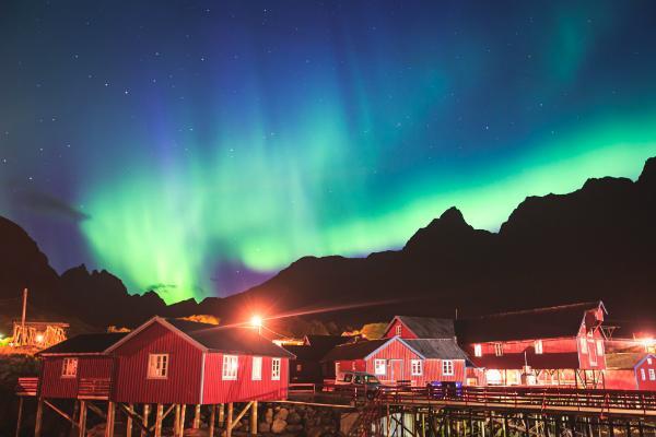 Aurora Borealis im Nachthimmel über Norwegen