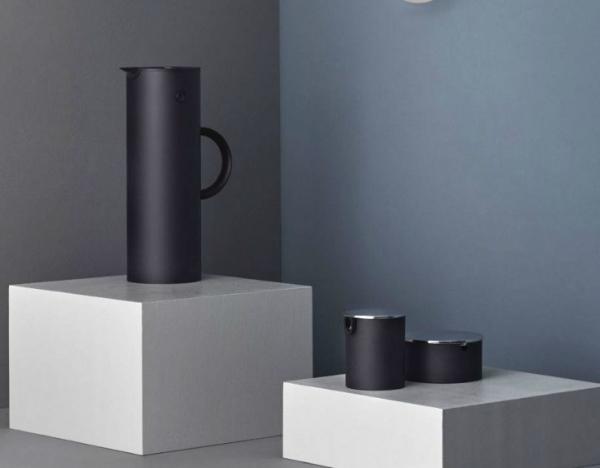 stelton isolierkanne em77 scandinavian lifestyle magazin. Black Bedroom Furniture Sets. Home Design Ideas