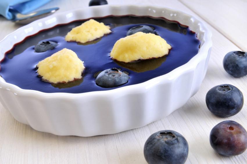 Schwedische Blaubeerensuppe mit Grießklöschen