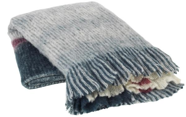 Broste-Copenhagen-Vinga-Acrylwolldecke-130x180-cm-blau-grau-rot-18054