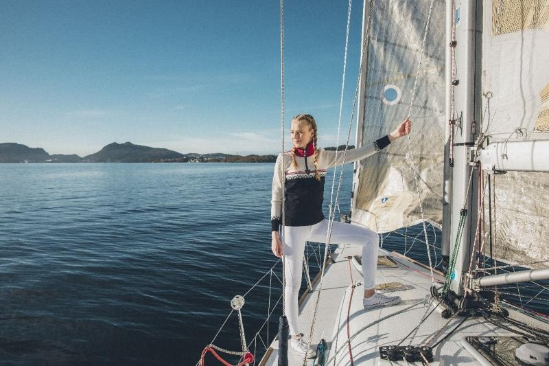 Dale-of-Norway-Lahti-Damen-Merino-Pullover-weiss-navyblau-mit-Kragen-18647