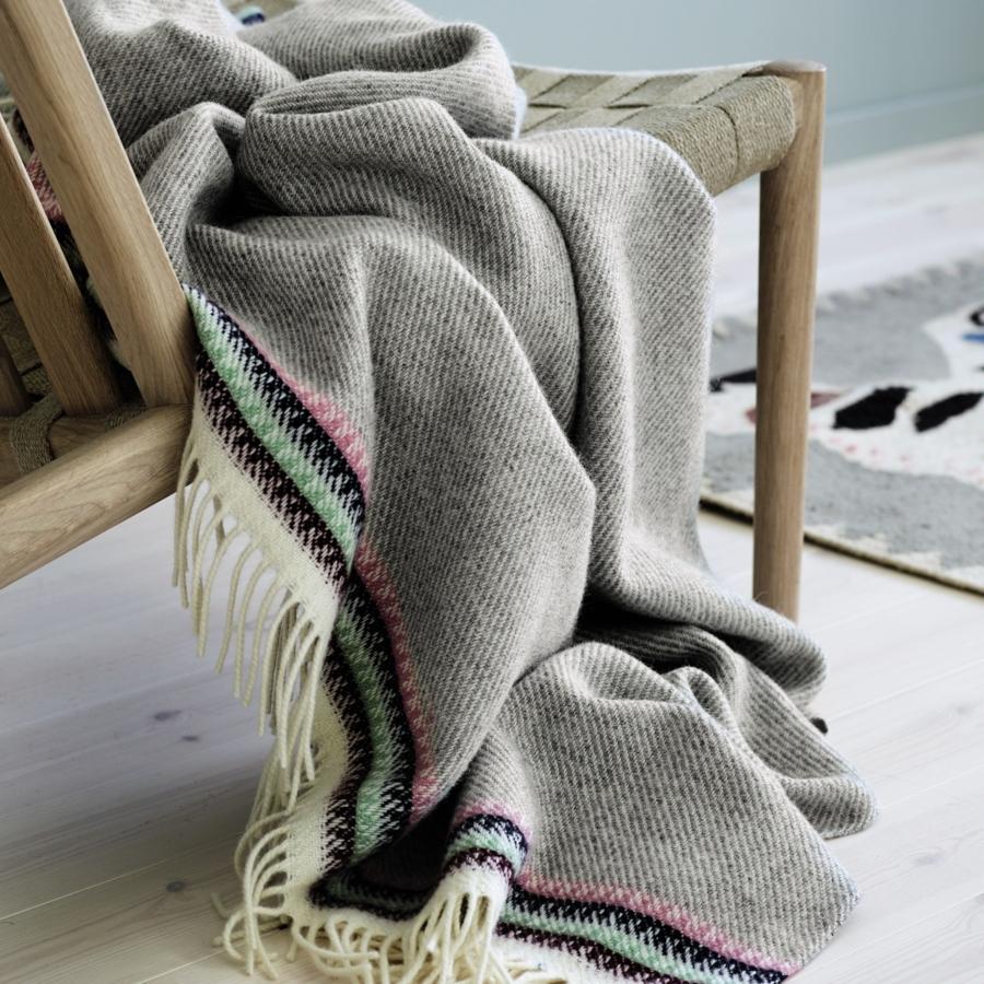 Roros Tweed Akle Wolldecke 150x210 cm hellgrau