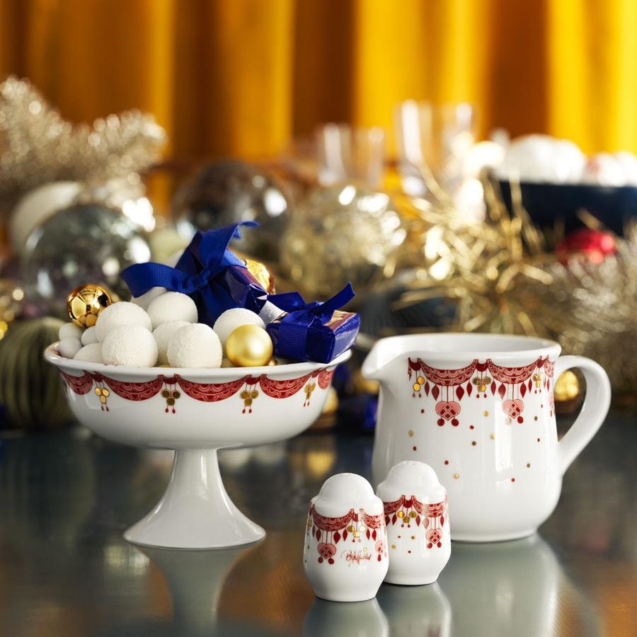 Bjoern-Wiinblad-Weihnachten-Guirlande-Schale-auf-Fuss-Hoehe-10-5-cm-OE-16-5-cm-rot-weiss