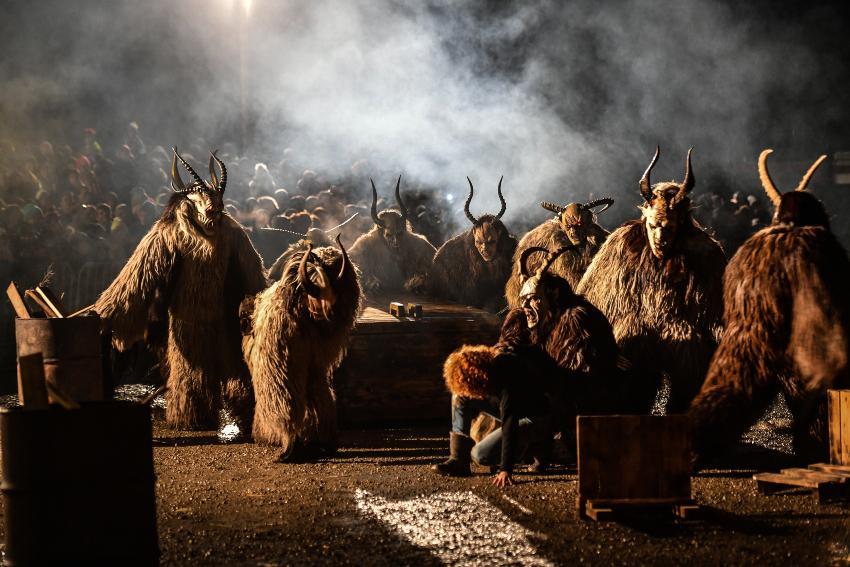 In Finnland wird am 13. Januar der Nuuttipukki gefeiert, ein stilisierter Ziegenbock aus Fell und Hörnern