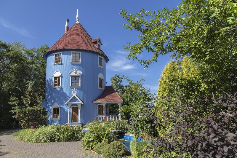 Muminhaus im finnischen Themenpark Muminwelt - Die Trollfamilie aus dem Mumintal wird 75 Jahre