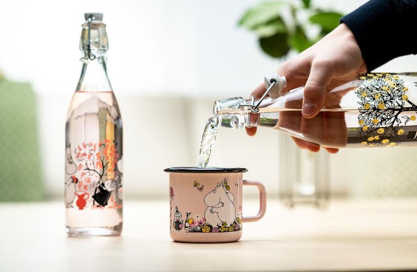 Muurla Mumin Äpfel Glasflasche verschließbar 1 l - Die Trollfamilie aus dem Mumintal wird 75 Jahre