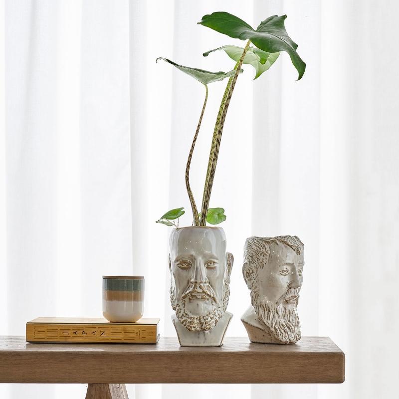 Villa-Collection-Vase-Blumenuebertopf-Gesicht-mit-Bart-Hoehe-26-cm-Steingut-weiss