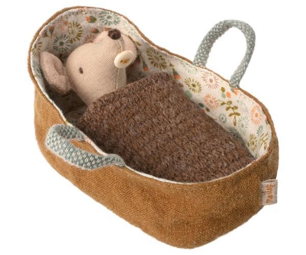 Maileg-Mausbaby-in-Babytragetasche